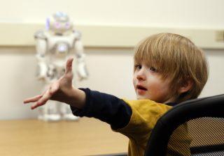 طراحی رباتهای کمک درمانگر برای اختلالات طیف اوتیسم کودکان